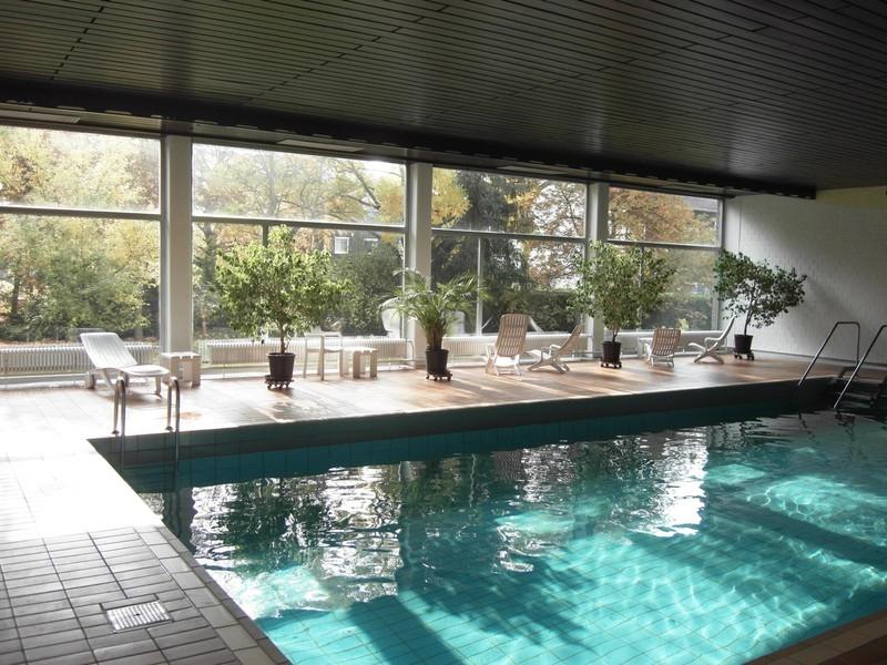 Ger umige 1 zimmer wohnung mit fernblick sauna for Neu isenburg schwimmbad